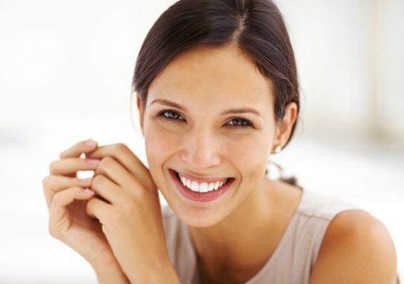 girl smiling with bright white teeth